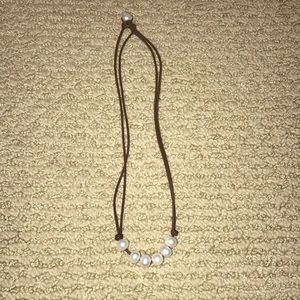 Jewelry - Leather and pearl necklace